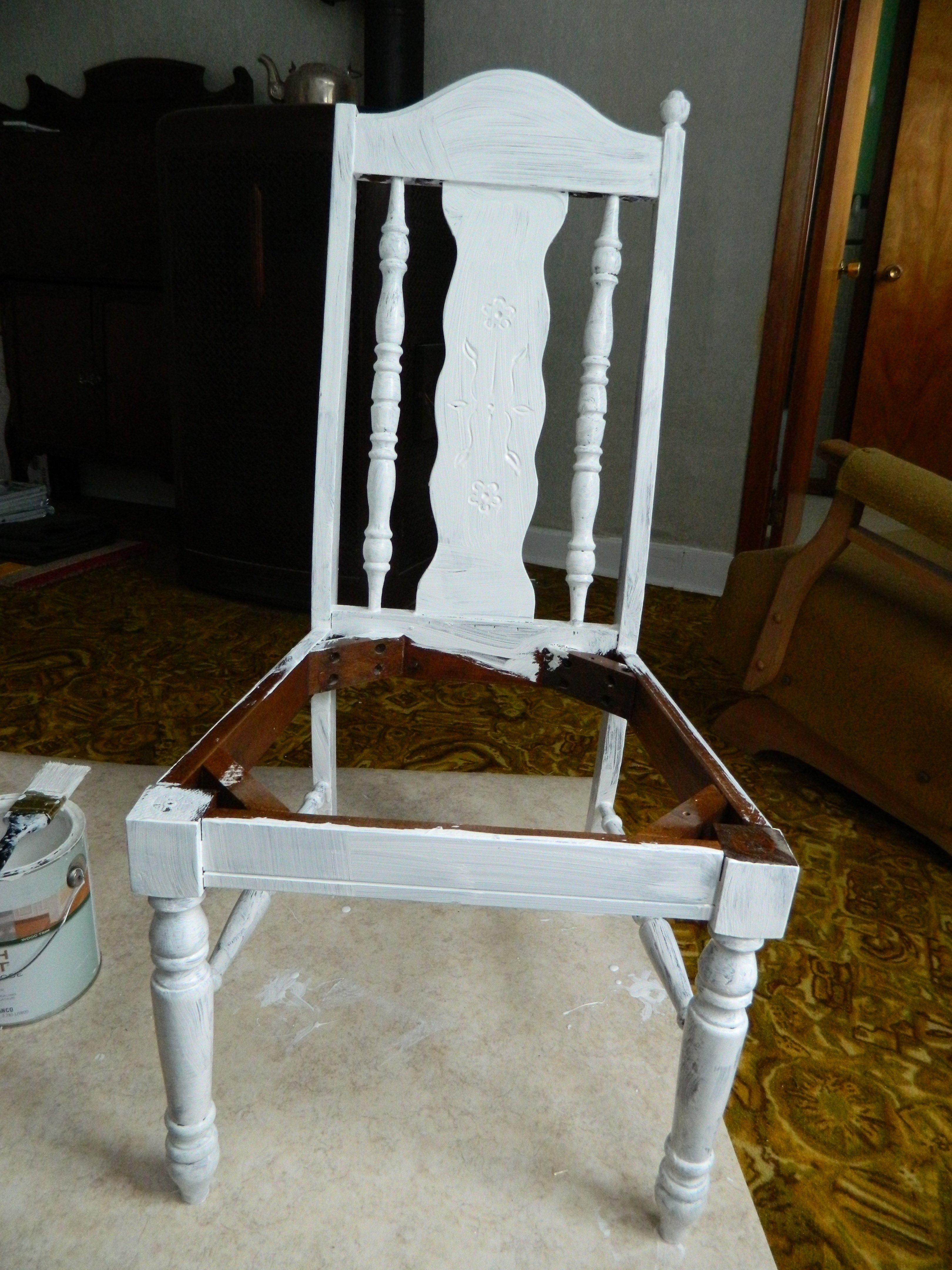 Table Chairs Upcycle Priming & Painting 3 of 7