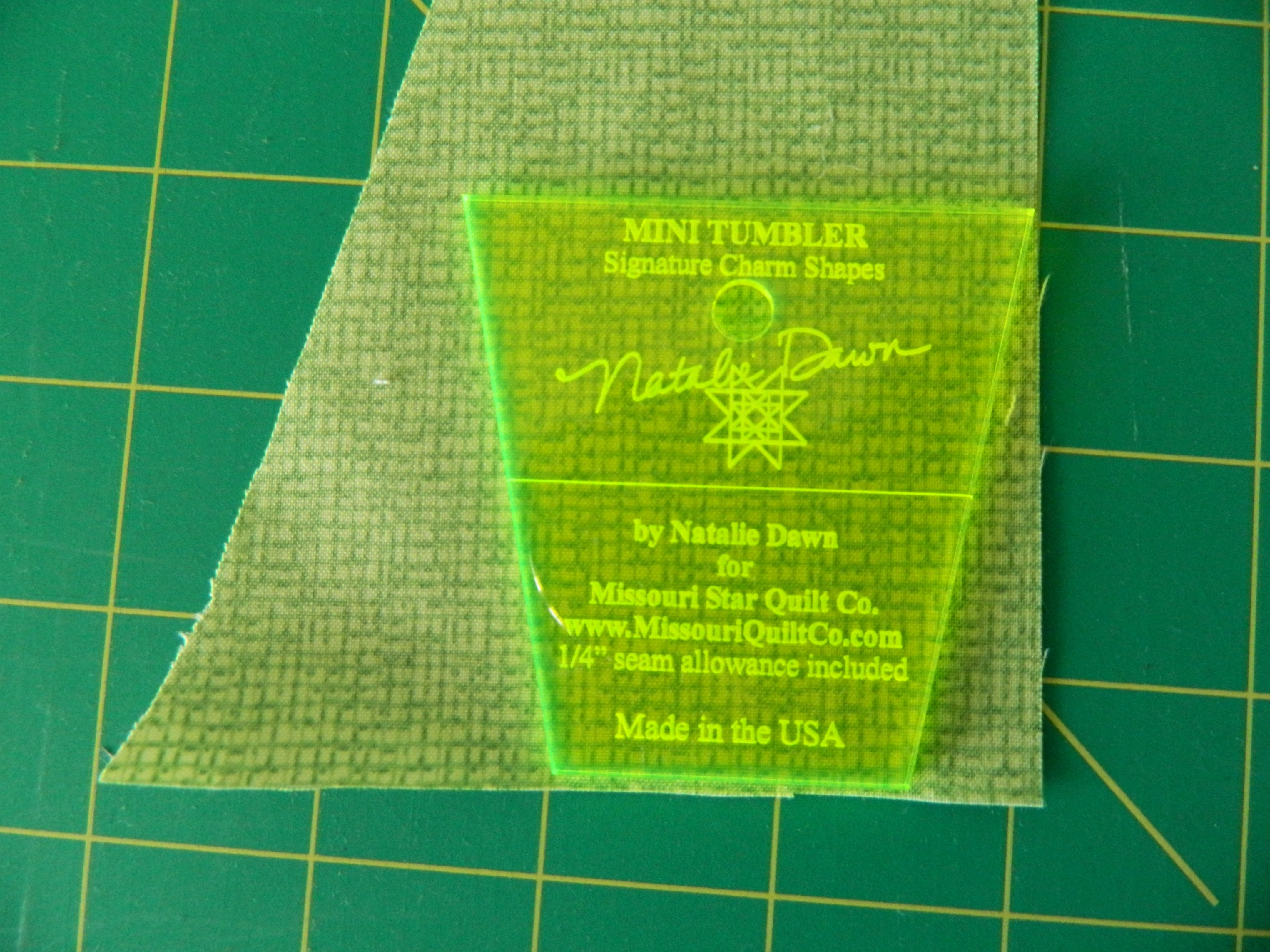 A teeny tiny template from the missouri star quilt company dscn7733 baditri Images
