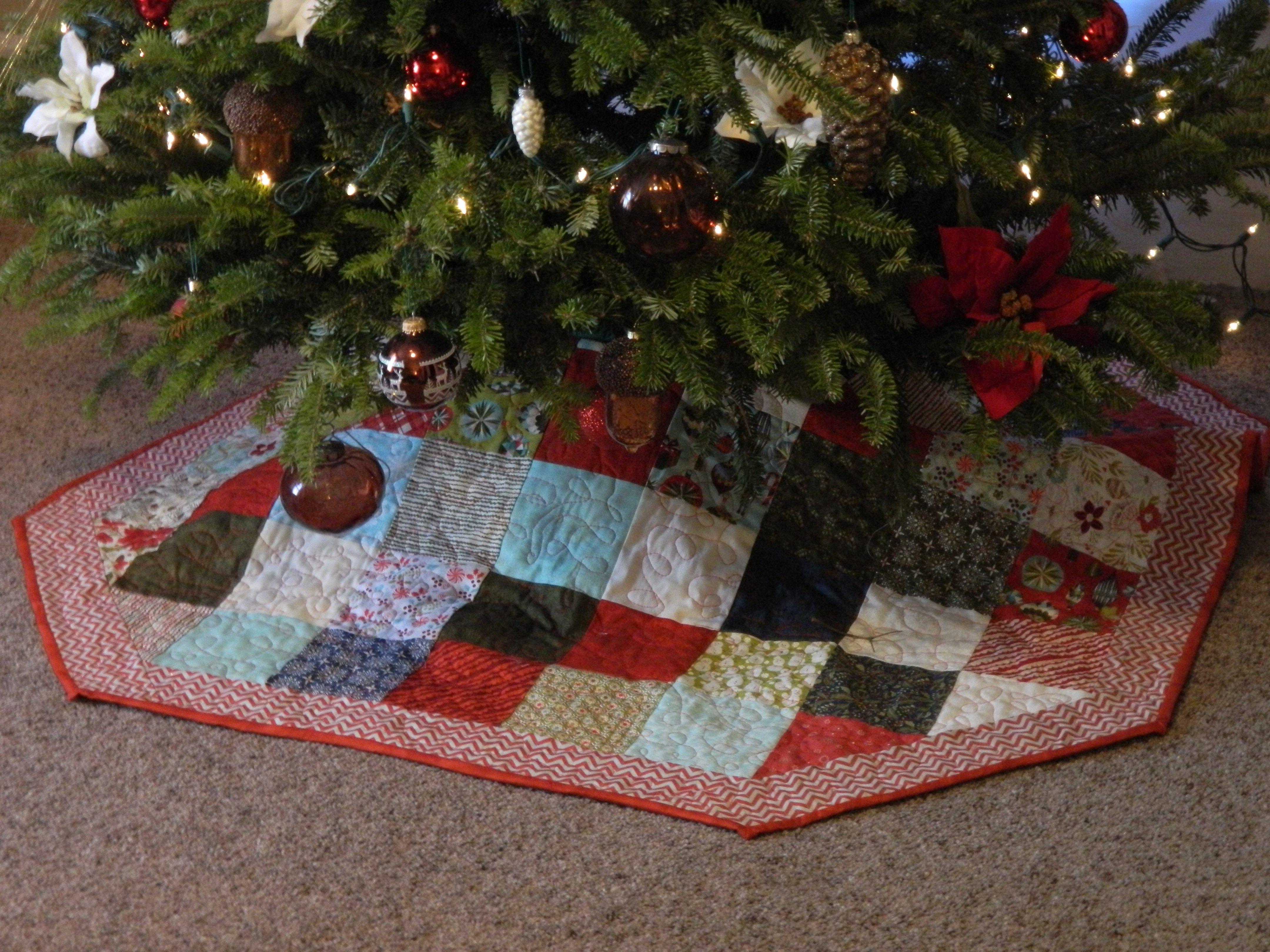 Christmas Tree Skirt Patterns Free.Free Quilted Christmas Tree Skirt Pattern Finished